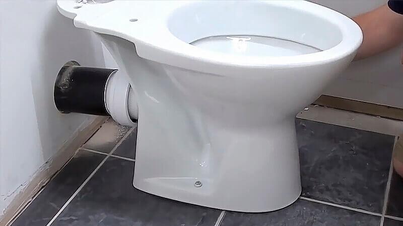 сколько нужно места для установки унитаза