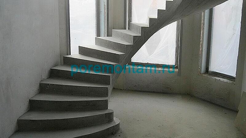 круговая лестница на второй этаж